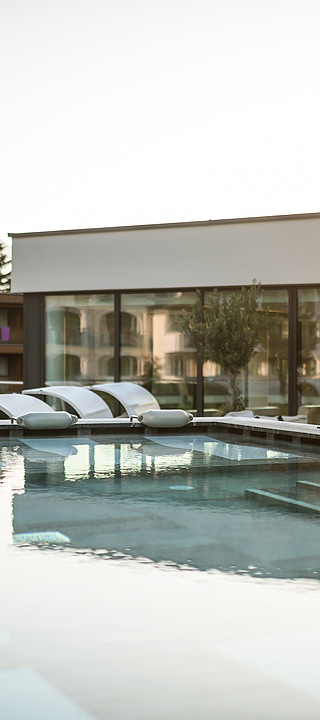 Outdoor pool in the wellness hotel Sonnen Resort in South Tyrol