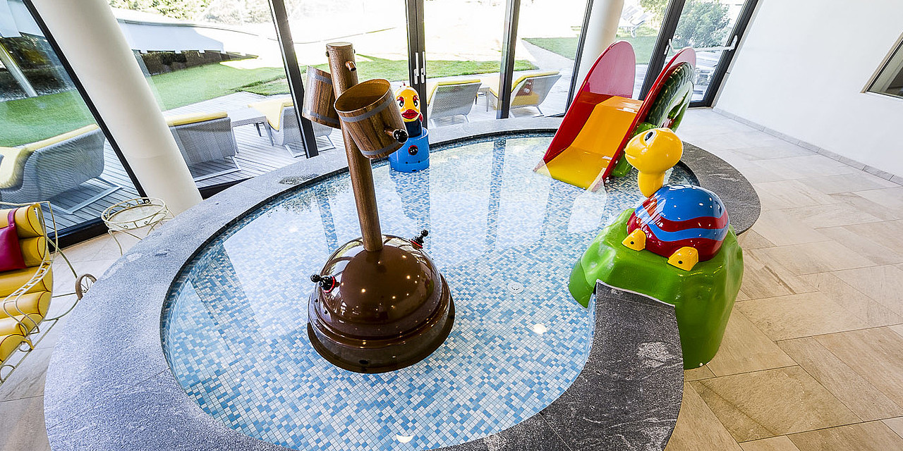 Indoor children's pool with pirate ship in the wellness and family hotel Sonnen Resort
