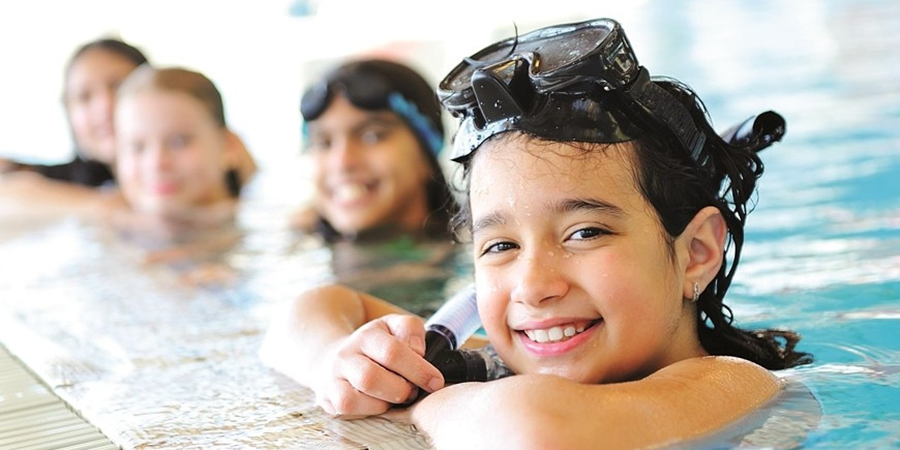 Children playing in the outdoor pool in the wellness and family hotel Sonnen Resort