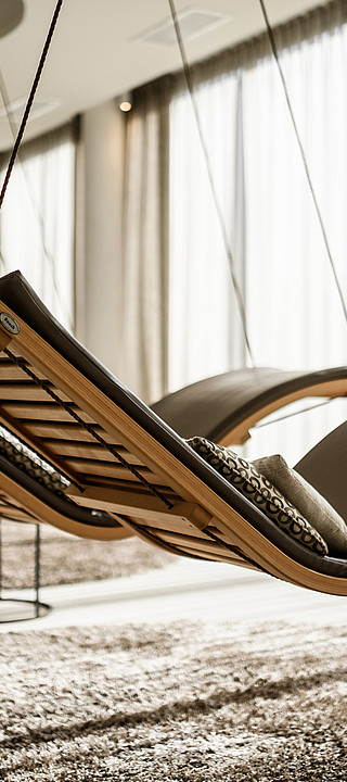 Cosy loungers in the relaxation area in the wellness hotel Sonnen Resort in South Tyrol